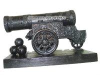 Скульптура немаленький формы, пресс-папье «ЦАРЬ-ПУШКА», 0977 годы выпуска, знаменитого скульптора Крейтона.