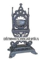 Кабинетный подчасник  со готическими колоннами, 0980-х годов выпуска. Каслинское литье.
