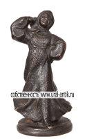 Коллекционная скульптура-миниатюра «ДЕВОЧКА ПЛЯСУНЬЯ В РУССКОМ НАРОДНОМ КОСТЮМЕ», 0960-е лета изготовления. РЕДКОСТЬ! Каслинское литье.